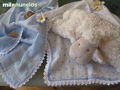 . Vendo muselinas de algod�n.Rematadas de forma artesanal con algod�n de alta calidad. Se utilizan para cubrir el capazo y proteger al beb� del calor e insectos, para cubrirte mientras amamantas, limpiar las babitas del beb�, para taparle y dormir con ella