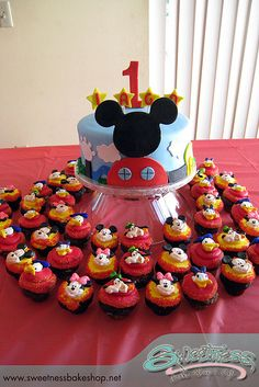Mickey Mouse Cake and Cupcakes.definitely making this for my nieces bday Bolo Mickey, Mickey Mouse Cupcakes, Mickey Mouse Clubhouse Birthday Party, Mickey Mouse 1st Birthday, Mickey Cakes, Mickey Mouse Parties, Mickey Party, Birthday Fun, Birthday Ideas