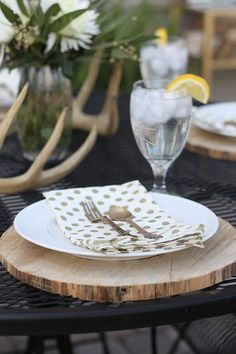 Wood disc chargers on an outdoor dining set