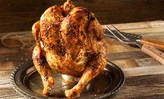 Cum se prepară puiul pe sticlă la cuptor Rețeta de pui pe sticlă la cuptor este una pe care îți recomandăm să o calculezi dinainte. Puiul va avea nevoie de un proces de marinare, ca să îi exploatezi frăgezimea. Rezultatul final va avea o crustă delicioasă. 1. Marinează puiul Curăță 1 pui grill LaProvincia pe … Can Chicken Recipes, Beer Can Chicken, Barbecue Chicken, Canned Chicken, Grill Barbecue, Cooking With Beer, Cooking On The Grill, Pellet Grill Recipes, Grilling Recipes