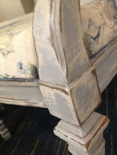 Fabulous layering of @AnnieSloanPaint on this gorgeous chair, looks like Paris Grey and Original to me!