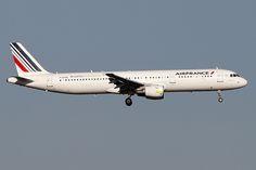 "30 octobre 2014 - AIR  FRANCE  Airbus  A 321  (F-GTAQ)  ""Lab'line for the future"" - LFBO - TLS"