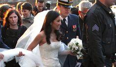 GIFTET SEG: Den tidligere kunstløpstjernen Michelle Kwan giftet seg med løytnant Clay Pell lørdag. Paret var så ivrige at de kysset hverandre før bryllupsseremonien var over.