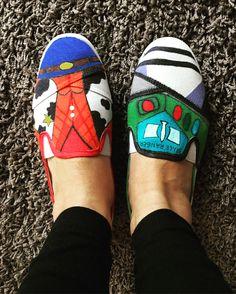 Alpargatas customizadas toystory. Custom shoes alpargatas toystory Disney. Customização . Woody e buzzlightear