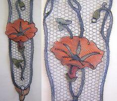 Jambière pour aller danser... Types Of Lace, Lace Art, Lacemaking, Lace Jewelry, Bobbin Lace, Antique Lace, Bayeux, Lace Detail, Butterfly