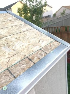 Seeking Knowledge About Roofing? - Jack's Roofing Tips and Guide Diy Roofing, Roofing Felt, Roofing Shingles, Corrugated Roofing, Corrugated Metal, Roof Replacement Cost, Roofing Supplies, Roof Edge, Framing Construction