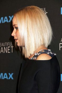 """""""Jennifer Lawrence attends the New York premiere of 'A Beautiful Planet"""" Medium Layered Hair, Medium Hair Cuts, Medium Hair Styles, Short Hair Styles, Thin Hair Cuts, Thick Hair, Jennifer Lawrence Hair, Hair Knot, Love Hair"""