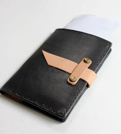 Ganbaroo loves this leather passport holder