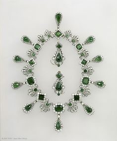 Necklace and earrings presented to Archduchess Marie-Louse of Austria by Napoleon I on their wedding in 1810. Necklace-32 emeralds, 1138 diamonds, gold, silver - Earrings - 6 emeralds, 108 diamonds, gold, silver