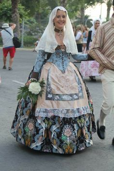 Alicante Traditional Fashion, Traditional Dresses, Costumes Around The World, Folk Costume, Alicante, Ethnic Fashion, Evening Dresses, Clothes For Women, Fabric Dolls
