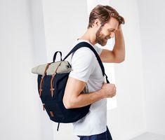 599 Kč   Tento batoh s minimalistickým designem je vyroben z odolného materiálu a zdobí jej koženkové detaily.   Batoh s kapsou na laptop  Velká hlavní přihrádka ukrývá polstrovanou zásuvnou kapsu na laptop, který zde bude v bezpečí. Shopper, Leather Backpack, Rolls, Backpacks, Style Inspiration, Material, Top, Bags, Design