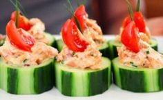 Avocado Chicken Salad in a Cucumber Cup is the perfect small plate snack for parties, brunch or a picnic. Avocado Chicken Salad, Salmon Salad, Sushi Salad, Salmon Food, Salmon Sushi, I Love Food, Good Food, Yummy Food, Healthy Snacks