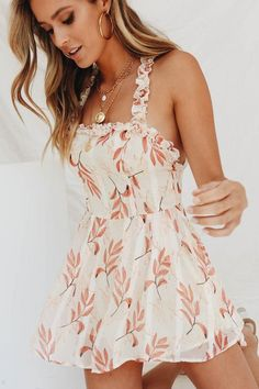 24 Summer Dresses Every Girl Should Try True Style Never Dies. Get a wide range of beautiful dress collections at a very affordable price for your parties, wedding, prom night, office, etc. Sexy Outfits, Pretty Outfits, Sexy Dresses, Cute Dresses, Casual Dresses, Short Dresses, Casual Outfits, Cute Outfits, Fashion Outfits