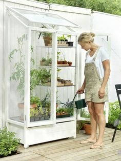 great for gardening on balconies and terraces, and even if you have a small backyard!! I love this!
