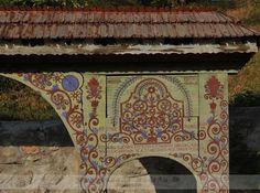 Udvarhelyszéki székelykapuk - Zetelaka - Székelyföld - Erdély Romania, Folk Art, India, Architecture, Gates, Basin, Beautiful, Doors, Arquitetura