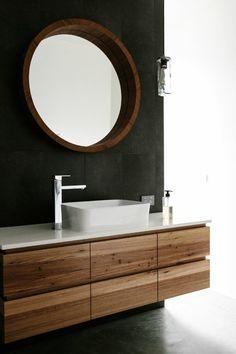 modernes badezimmer runder wandspiegel rustikal weißes waschbecken