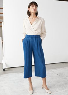 Super comfortable yet elegant, these culottes are printed in an allover print.Elasticated waistband Length of inseam: 56 cm (size Model wears: EU UK US 6 Culottes Outfit Summer, Summer Outfits, Capsule Wardrobe, Fashion Story, Fashion Outfits, High Waisted Culottes, Blue Trousers, Plus Size Summer, Shirt Outfit