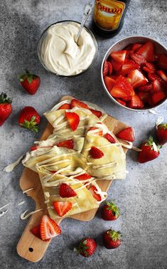 Strawberry & Kahlua Cream Cheese Crepes Really nice recipes. Every hour.Show me what you cooked! Crepes, Kahlua And Cream, Breakfast Recipes, Dessert Recipes, Delicious Desserts, Yummy Food, Falafels, Pancakes And Waffles, Aesthetic Food