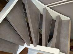 Treden betonlook en traphek en leuning antraciet (kleur keukenkastjes). (Nieuw decor Beton grijs in de collectie van Stairz trap Renovatie) Stairway, Interior Inspiration, My House, Home Decor, Houses, Smooth, Stairs, Staircases, Interior Design