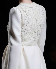 Valentino guipure lace on jacket. note the sleeve head is pleated towards back.