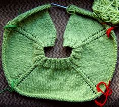 the best 17 ideas for raglan knitting on the best 17 ideas for raglan knitting . : the best 17 ideas to knit raglan on the best 17 ideas to knit raglan on Baby Poncho, Knitted Poncho, Baby Knitting Patterns, Knitting Socks, Hand Knitting, Knit Socks, How To Start Knitting, Baby Sweaters, Wool Yarn