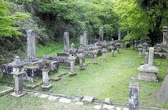 津和野藩亀井家の歴代藩主らが眠る墓所(津和野町で=同町教育委員会提供) The burial ground of the Kameis, the feudal lord of Tsuwano. #Tsuwano, Japan