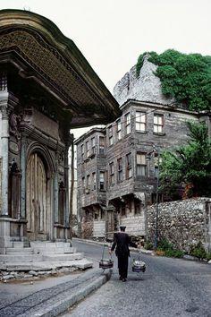 Sultanahmet, Istanbul, 1970. [Credit : Ara Güler]