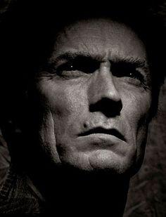 Clint Eastwood reitet in die Stadt, der Rest ergibt sich. Clint Eastwood von Albert Watson