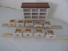 Tuihain miniatyyrit: Lipaston tekoa ja ristipistoja