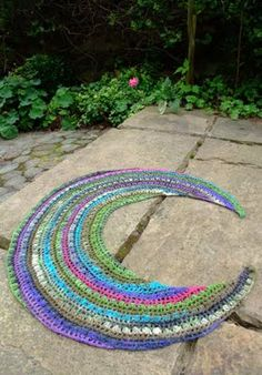 Have a look at this beautiful Japanese Crocheted Crescent Moon Shawl ✿⊱╮Teresa Restegui http://www.pinterest.com/teretegui/✿⊱╮