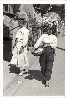 mauvais gout (sometimes) Korean Traditional, Traditional Outfits, Vintage Photographs, Vintage Photos, Black Pin Up, Korean Peninsula, Korean War, Modern History, South Korea