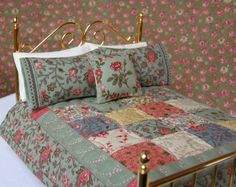Dollhouse Miniature Quilt Verde  with 2 Matching Bed Pillows & Decorator Pillow - 1:12 Scale.