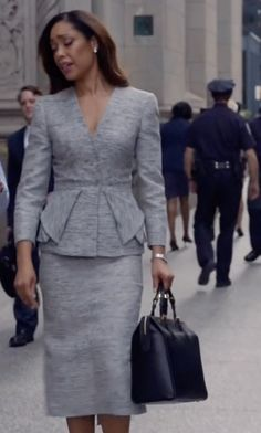 Get the black Celine Mini Luggage Handbag seen with Annalise Keating (Viola Davis), in How To Get Away With Murder - Season 3 Episode 6 Corporate Wear, Corporate Fashion, Lawyer Fashion, Office Fashion, Work Fashion, Power Dressing, Business Outfits, Office Outfits, Suit Fashion