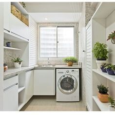 [New] The 10 Best Art (with Pictures) - Uma lavanderia compacta e bem funcional! Outdoor Laundry Rooms, Tiny Laundry Rooms, Laundry Closet, Small Laundry, Laundry Room Organization, Laundry Room Design, Kitchen On A Budget, Kitchen Gourmet, Cozy House