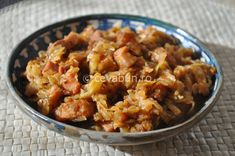 Varza calita cu afumatura Romanian Food, Romanian Recipes, Food Inspiration, Macaroni And Cheese, Cabbage, Curry, Cooking Recipes, Favorite Recipes, Chicken