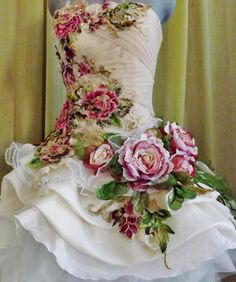 Artículos similares a MADE to ORDER Handmade Wedding Dress Mini Plus Tail White Beige Cream Dress Roses Embroidered Appliques en Etsy - Hochzeit Flower Dresses, Nice Dresses, Mode Baroque, Gatsby Wedding Dress, Handmade Wedding Dresses, Most Beautiful Dresses, Fairy Dress, Women's Fashion Dresses, Dress Making