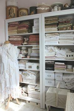 vintagegirl-birgit.blogspot gorgeous studio!
