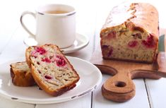 Quick And Simple Raspberry Bread A delicious bread that's healthy enough to eat for breakfast. Healthy Diet Snacks, Healthy Detox, Raspberry Bread, Fruit Puree, Juice Fast, Almond Recipes, Detox Recipes, Pain, Baked Goods