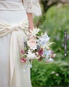 romantic wedding bouquet | VIA #WEDDINGPINS.NET