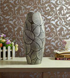 Afbeelding van http://www.veniceclayartists.com/wp-content/uploads/2012/12/Cutout-pottery-vase-2-home-.jpg.