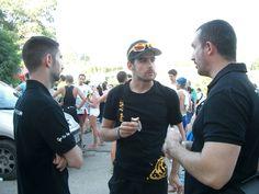 Intercambiando impresiones de la carrera, Team HTG-SPORTS y Óscar Torres