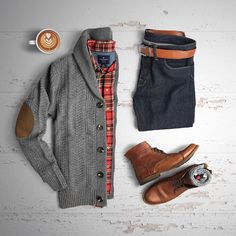 """Cozy and warm grid from @huntervought Cardigan: @jachsny Boots: @sutrofootwear Belt:…"""