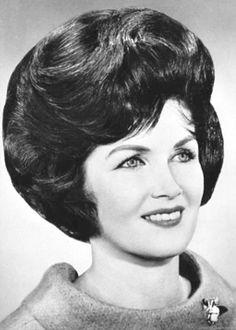 Fringe Hairstyles, Permed Hairstyles, Retro Hairstyles, Hairstyles For Round Faces, Feathered Hairstyles, Indian Hairstyles, Sixties Hair, 1960s Hair, Sheila