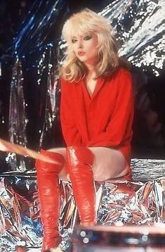 Blondie Debbie Harry, Debbie Harry Hair, Debbie Harry Style, Look Disco, 1970 Style, Red Style, Gros Pull Mohair, Pepper Ann, 80s Fashion