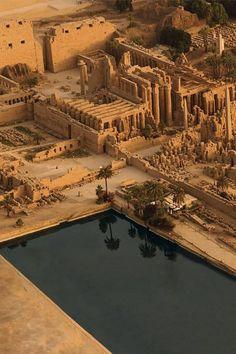 Egyptian Temple, Luxor Temple, Ancient Egyptian Art, Ancient Ruins, Ancient History, Ancient Egyptian Architecture, Places To Travel, Places To Visit, Site Archéologique