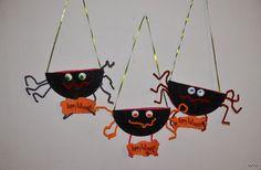 20 halloween goody bag ideas for easy party decorations Diy Halloween, Bonbon Halloween, Masque Halloween, Halloween Goodie Bags, Halloween Goodies, Halloween Crafts For Kids, Halloween Activities, Holiday Crafts, Kids Crafts