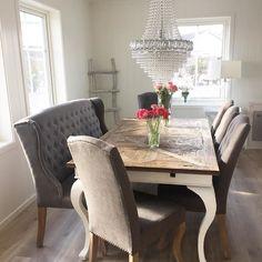 Se den lekre spisestuen til @pearlys_ #parisspisebord fra @classicliving #diningtable #spisebord #drivved #interior #interior123 #interior125 #interiordesign