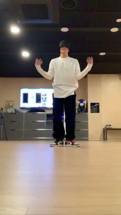 BTS J-Hope ★ Hope on the street ★ dancing video Jhope, Bts Taehyung, Jimin, Jung Hoseok, J Hope Gif, Bts J Hope, Foto Bts, Bts Photo, J Hope Dance