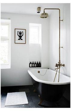 Black Bathroom Floor, Black Bathtub, Black Tub, White Bathroom, Black Floor, Modern Bathroom Decor, Bathroom Styling, Bathroom Interior, Bathroom Ideas