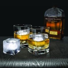 Having an innovative silicone cap for creating larger cubes, the Colossal Ice Cube Mold can make your drinks icy flavored in amazing shapes.